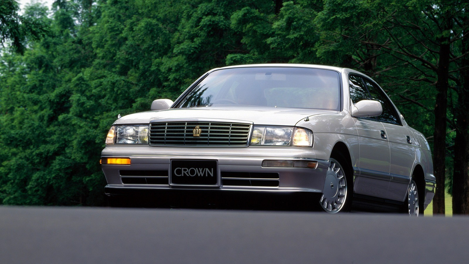 Toyota Crown 140 фото
