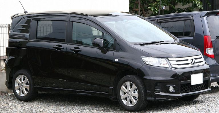 Honda Freed Spike Aero фото