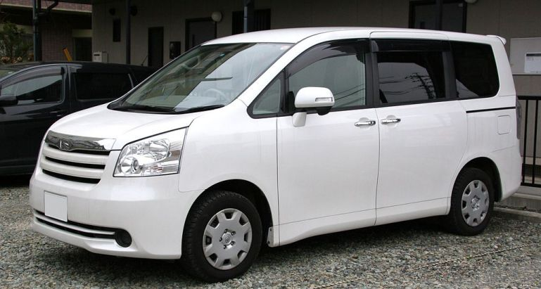 2nd generation Toyota Noah фото